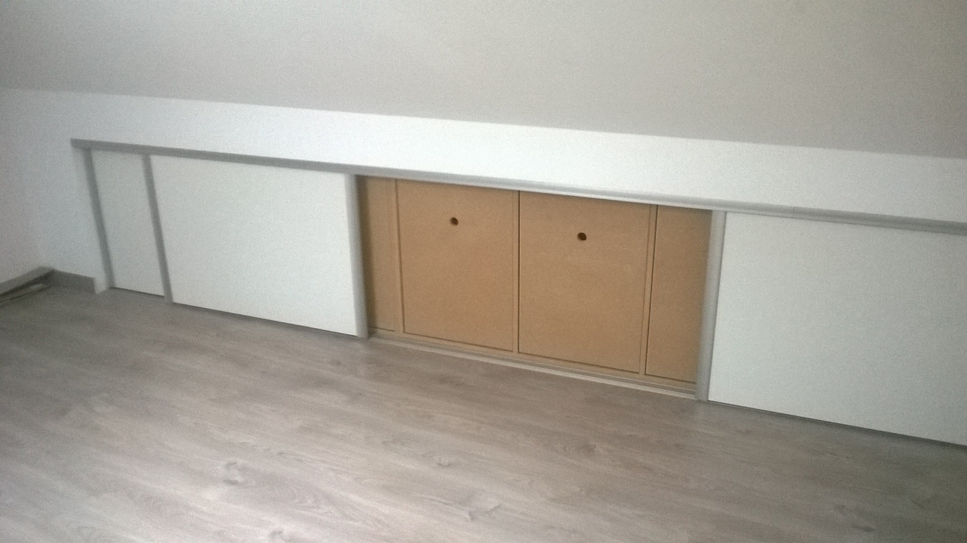 Placard Sous Pente Comble nbc bois - placard intégré en sous-pente